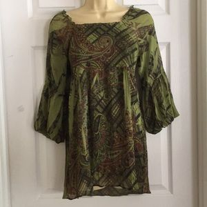 One World Live and Let Live top SIZE MEDIUM